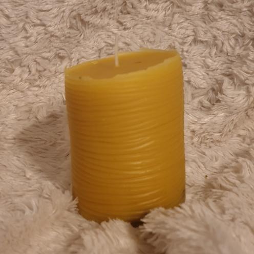 Bougie 100% cire d'abeille est entièrement non toxique, non polluante, elle ne contient aucun colorant, solvant ou additif et dégage une odeur agréable de miel en brûlant et dure très longtemps